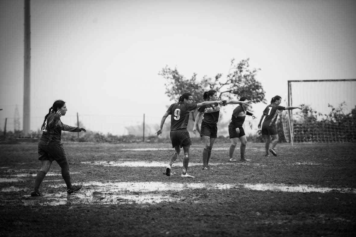 צילום ספורט נשים שחור לבן סימנים הפקות