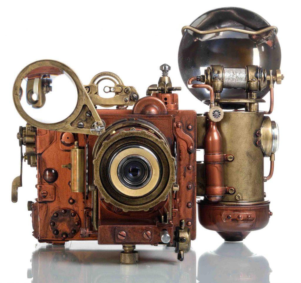 מצלמה ישנה ומעוצבת כתבה על צילום